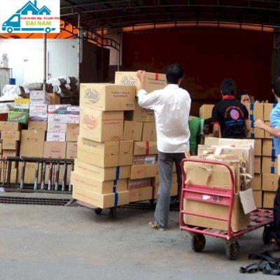 Bốc xếp sữa tại Hồ Chí Minh