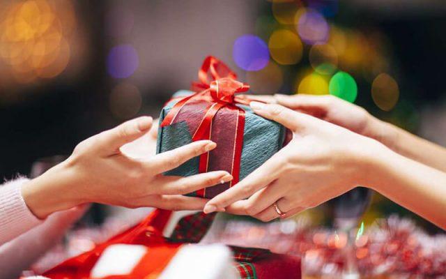 Kinh nghiệm chọn quà tặng khi đến tân gia đầy ý nghĩa